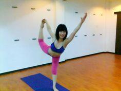 Standing Bow Pose (Dandayamana Dhanurasana) » Yoga Pose Weekly