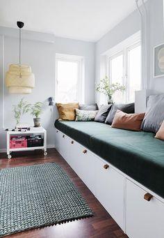 Her er stylistens trick til at indrette små smalle rum optimalt - Diy Zuhause Home Living Room, Living Spaces, Diy Sofa, Small Living, Home Interior Design, Interior Paint, Sweet Home, Bedroom Decor, House Design