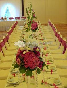 Dekoracje sali weselnej w kolorze fuksji