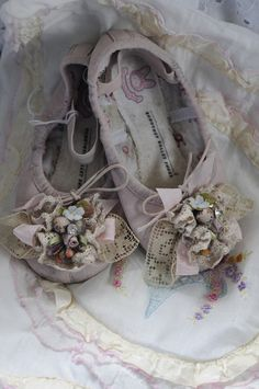 child's ballet slippers by Chrisy Pointe Shoes, Ballet Shoes, Dance Shoes, Vintage Baby Pictures, Victorian Crafts, Felt Kids, Paper Shoes, Cute Baby Shoes, Fairy Jars