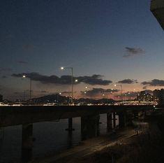 Night Aesthetic, City Aesthetic, Korean Aesthetic, Aesthetic Photo, Aesthetic Pictures, Dark Feeds, K Wallpaper, Night Vibes, Dark City