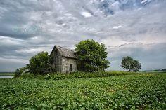 Prairie farmhouse in Manitoba.  www.sunnys-hphotography.com