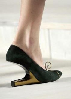 talon inversé  It's a mutant shoe!