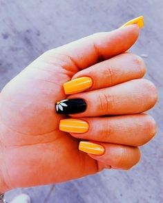 Best Yellow Nail Art Designs for Summer 2019 Cute mustard yellow nails with an accent black sunflower nail design for summer 2019 Yellow Nails Design, Yellow Nail Art, Black Nails With Designs, Nail Designs For Summer, Nail Ideas For Summer, Summer Design, Summer Acrylic Nails, Best Acrylic Nails, Nail Summer