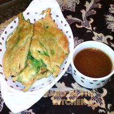 Palak k pakoray ... spinach chickpea fritters... #Pakistani #snack served with tamarind sauce