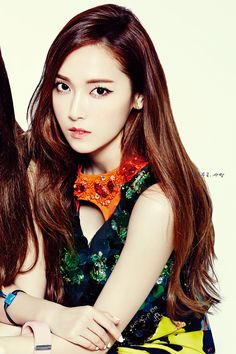 140523-jessica-snsd-krystal-fx-nylon-magazine-issue-june-scan-by-seojeong-6.jpg (1200×1800)