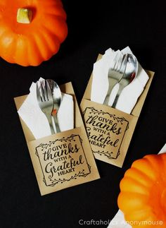 Thanksgiving utensil holders printable. Super cute and so easy with this printable. Love it printed on Kraft paper! Fun free Printables