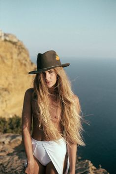 Clara Berry, French Girl Style, Artistic Photography, Hats For Women, Cowboy Hats, Besties, Cool Outfits, Girl Fashion, Feminine