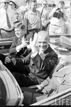 1962 President Kennedy & John Glenn Photographer: Ralph Morse American Presidents, Us Presidents, American History, John Kennedy, Presidential History, Nasa History, Hometown Heroes, John Fitzgerald, Historical Pictures