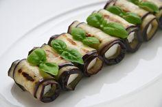 Roladki z grillowanych bakłażanów z fetą
