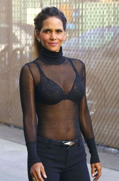 halle berry Hot Sexy Boobs Cleavage SideBoob See-Through