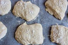 Nattjästa dinkelfrallor | Ylvas Bakverkstad Fika, Brunch, Food And Drink, Cookies, Desserts, God, Crack Crackers, Tailgate Desserts, Deserts