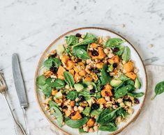 Salát scizrnou, quinoou apečenými batáty | Recepty Albert Vegetable Pizza, Quinoa, Vegetables, Food, Veggies, Essen, Veggie Food, Vegetable Recipes, Yemek