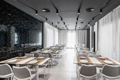 HOTEL COSTA DEL SOL This new boutique hotel is an example of the versatility of the STUA collection. The interiors, by Licua studio, feature our designs for each and every function. Discover how Gas chairs and Zero tables have helped to create this black and white contemporary hotel. PROJECT: www.stua.com/design/costa-del-sol-hotel