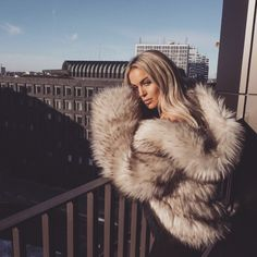 let's take fur to new heights . Fur Fashion, Winter Fashion, Fashion Beauty, Fox Fur Coat, Fur Coats, Fur Coat Outfit, White Fur Coat, Outfit Invierno, Fluffy Coat