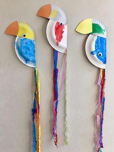 #Papegaai_van_papieren_bordjes: inspiratie Preschool Crafts, Diy Crafts For Kids, Arts And Crafts, Outdoor Games For Kids, Indoor Activities For Kids, Toucan Craft, Happy Monster, Book Page Crafts, Color Games