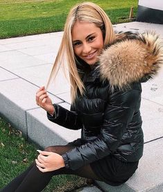 58 vind-ik-leuks, 1 reacties - Down Jacket Fashion (@downjacketfashion) op Instagram: '#moncler #monclerjacket #fur #furjacket #downjacket #downcoat #puffyjacket #puffycoat #shinyjacket…'