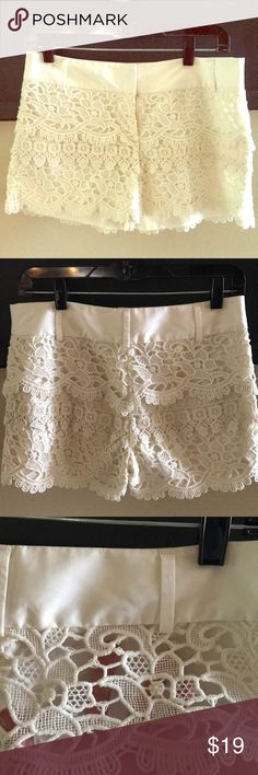 Shop Women's LOFT Cream size 0 Shorts at a discounted price at Poshmark. Feminine and dressy, but pairs perfectly with a black tee too. Scallop Shorts, Plus Fashion, Fashion Tips, Fashion Trends, Lace Shorts, Ivory, Loft, Feminine, Pairs