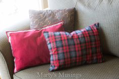 This is Beyond Brilliant!!! Just Think of ALL the Holidays/Occasions and plain ole everyday sprucing up you could do with these! ♥♡♥ No Sew Placemat Pillow from Marty's Musings