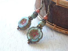 アジアンエスニックピアス 青い花ビーズと陶器ビーズ Creema