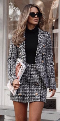 25 Women's Blazer Outfit Ideas To Conquer Everything Blazer outfits. 25 Women's Blazer Outfit Ideas To Conquer Everything Blazer outfits are arguably the best work outfits. So we've rounded up 25 Women's Blazer Outfit Ideas To Conquer Everything. Blazer Outfits Casual, Outfit Chic, Blazer Outfits For Women, Business Casual Outfits, Tweed Blazer Outfit, Plaid Blazer, Elegant Outfit, Blazer Buttons, Woman Outfits