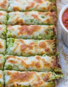 Broccoli Cauliflower Cheese Sticks make delicious recipes. Eat in the kitchen easily and quickly. Low Carb Recipes, Cooking Recipes, Healthy Recipes, Delicious Recipes, Cauliflower Cheese Sticks, Broccoli Cauliflower Recipes, Cauliflower Breadsticks, Cauliflower Muffins, Broccoli Bites