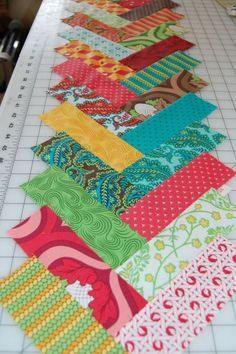 French Braid Quilt Pattern w/ Tutorial & pressing instructions . this would make a pretty quilt border Quilting Tutorials, Quilting Projects, Quilting Designs, Sewing Projects, Quilting Ideas, Beginner Quilting, Jellyroll Quilts, Scrappy Quilts, Patchwork Quilting