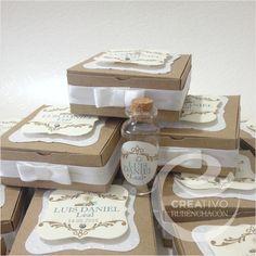Favor Boxes and personalized little bottles with rustic desing for Baptism or First Communion - Cajas y botellitas personalizadas con un diseño rustico para recuerdos de Bautizo o Primera Comunión. #creativorubenchacon #baptism #etsy #graphicdesign #events #eventplanner #box #candybar