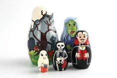 these are fun halloween nesting dolls, the vampire must be quite old since he seems a little long in the tooth (blush, bad pun) Russian Folk Art, Matryoshka Doll, Wooden Dolls, Pyrography, Halloween Fun, Fascinator, Wood Crafts, Symbols, Hand Painted