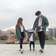 """Comment """"kid"""" in your language 🥰 Ulzzang Kids, Ulzzang Korea, Ulzzang Couple, Matching Couple Outfits, Matching Couples, Cute Couples, Cute Asian Babies, Korean Babies, Paar Style"""