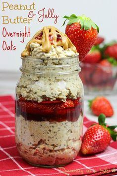 Healthy Peanut Butter and Jelly Overnight Oats recipe. With chia seeds, almond milk and without yogurt! Topped with strawberry! Perfect simple, healthy breafast recipes. Vegan, Vegetarian and Gluten Free. | Running in a Skirt
