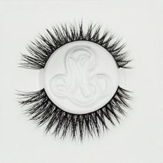 Mink False Eyelashes Tips & Hacks from the Minki Lashes Queen - Minki Lashes - Best Mink Eyelashes False Eyelashes Tips, Applying False Eyelashes, Applying Eye Makeup, Longer Eyelashes, Mink Eyelashes, False Lashes, Eyelash Tips, Evening Makeup, Best Lashes