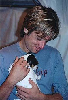 Keith Urban- with a puppy!!! How much cuter can it get?