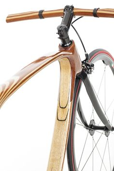 'carbon wood bike' is an innovative bicycle handmade in italy using ash and mahogany woods, with incorporated layers of carbon fiber.