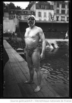 11 septembre 1910, Joinville, course des 6 heures [de natation, portrait du nageur en maillot de bain], Burgess : [photographie de presse] /...