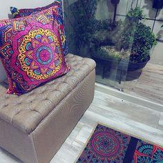 Que predomine el talento decorativo 😍 y el color 🎨 .  Pequeños espacios con el toque  más especial 😚 😙 #rug #instagram #cushions #miami #decora #exclusive #home #decorhome #decorhouse #instastyle #vintage #mandalas #decoraciondeinteriores #interiordesign #ltkhome #color #bogota #bucaramanga #medellin #barranquilla #cartagena #usa #deco #decorhouse #instadecoration