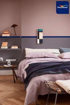 Βασιστείτε στις αποχρώσεις του μπλε και του μωβ για να δημιουργήσετε ένα υπνοδωμάτιο γεμάτο ηρεμία. Βρείτε έμπνευση για την κρεβατοκάμαρα και για κάθε χώρο του σπιτιού στο site της vivechrom. Αποχρώσεις 50BB 08/171 10YR 28/072 30YR 49/097 #bedroom #bedroomideas #bedroominspo #interiordesign Blue Bedroom Paint, Warm Bedroom, Bedroom Wall Colors, Bedroom Color Schemes, Modern Bedroom, Master Bedroom, Bedroom Decor, Turquesa E Coral, Blue Green Bedrooms