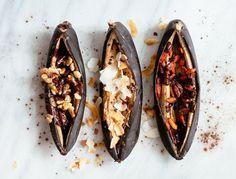 How to Make Healthy Campfire Banana Boats nutrition stripped Campfire Banana Boats, Campfire Desserts, Campfire Food, Healthy Treats, Healthy Recipes, Healthy Eating, Summer Dessert Recipes, Nutrition, Camping Meals