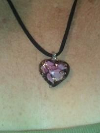 PINK GLASS PENDENT NECKLACE