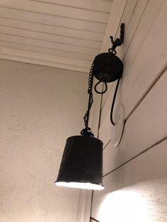 diy lightning out of metal, wall lighting ideas, black wall lamp DIY, diy-seinävalaisin peltiä, musta seinävalaisin DIY