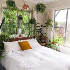 Bedroom Decor Fascinating Ideas On A Budget For Boho Bedroom With Plants And Textiles;Bohemian Bedroom Decor And Bedding Design Ideas Bohemian Bedroom Decor, Cozy Bedroom, Dream Bedroom, Modern Bedroom, Bedroom Inspo, Decoration Plante, Bedroom Plants, Decorating On A Budget, My New Room