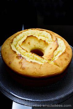 Pour 12 pers. : 200g de beurre mou 200g de sucre en poudre 9 petits suisses natures 6 oeufs,300g de farine 300g de maïzena 1 sachet de levure chimique 1 citron (facultatif). Préparation : Râpez le citron dans le sucre, mélangez. Battez le beurre et le sucre jusqu'à ce que le mélange blanchisse. Ajouter les œufs un à un, puis les petits suisses. Versez la farine avec la levure, la maïzena et bien mélanger le tout. Ajoutez le jus d'1/2 citron. Mettez dans un four préchauffé à 200° (T7)…