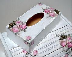 box na vreckovky z masívneho dreva, plní sa zospodu. Veľkosť: 26x14x8 cm