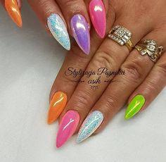Neon Mermaid + Cinderella Pixel Effect by Joanna Gozdan Asik Stylizacja Paznokci #nails #nail #indigo #indigonails #nailsart #neon #mermaid #effectnails #cinderella #syrenka #pinknails