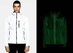 436X5 NIGHT GLOW - STONE ISLAND MARINA _ENTIRELY LUMINOUS GARMENT  Hooded jacket entirely made in an extraordinary double-layered polyester piqué, with a wind and water resistant membrane in between, that has the ability of capturing light and delivering it back when the piece is worn in the darkness.