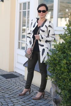 Spring look in a printed coat and leather leggings
