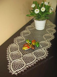 Crochet Table Topper, Crochet Tablecloth, Crochet Doilies, Table Toppers, Clothing Patterns, Coasters, Crochet Patterns, Rugs, Baby Dolls