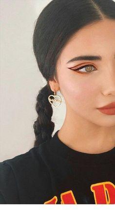 Beautiful coral eye make-up and golden heart earrings - Ellise M. - Beautiful coral eye makeup and gold heart earrings – Ellise M. coral eye make - Makeup Trends, Makeup Inspo, Makeup Inspiration, Makeup Tips, Beauty Makeup, Makeup Ideas, Eye Trends, Makeup Products, Coral Eye Makeup