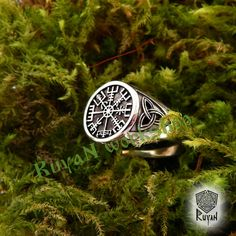 Vegvisir ring. Triskele ring. Norse Viking ring. Magic