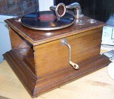 MY GRANDFATHER PHONOGRAF PATHE' MARCONI 1911 GRAMMOFONO PATHE'A TROMBA INTERNA NEL MOBILE CON SPORTELLI DI MIO NONNO..A 'hornless' Table Gramophone